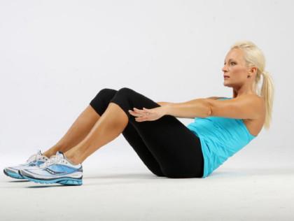 仰卧起坐美女示范腹肌训练